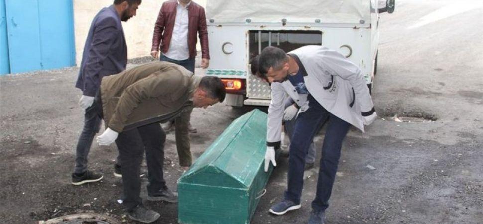 Başkale ilçesinin İran sınırında erkek cesedi bulundu