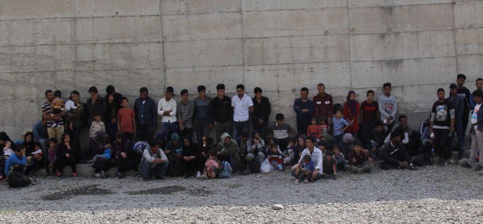 Başkale \'de 74 Kaçak göçmen yakalandı.