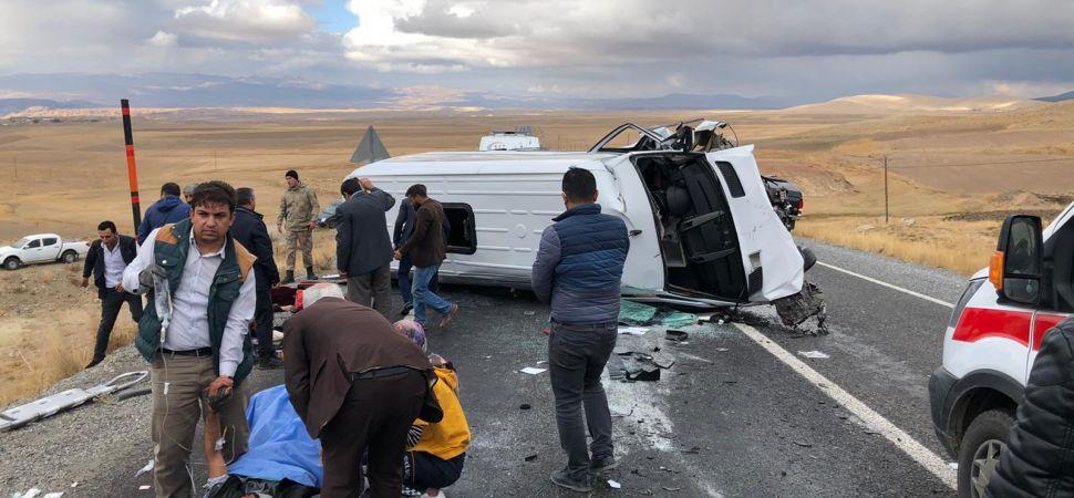 Başkale yollunda Trafik kazası 3 ölü 4 ağır yaralı