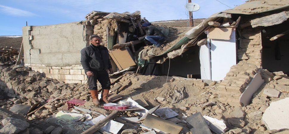 Başkale'de deprem bölgesinde yaralar sarılıyor.