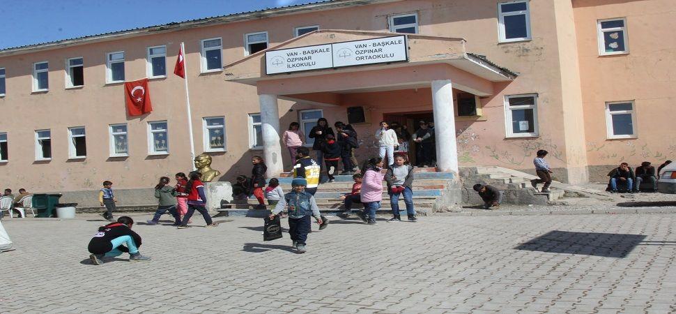 Başkale de Depremzede öğrenciler ders başı yaptı