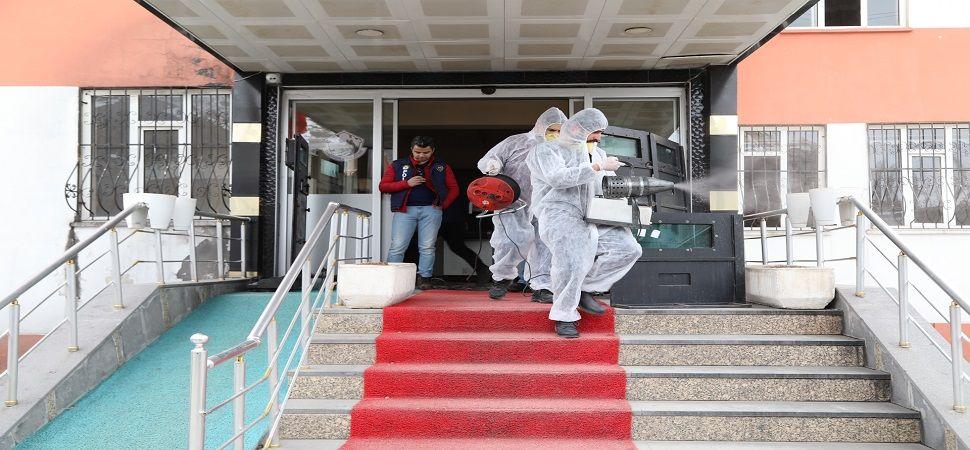 Başkale\'de vatandaşların yoğun kullandığı yerlerde dezenfekte çalışması