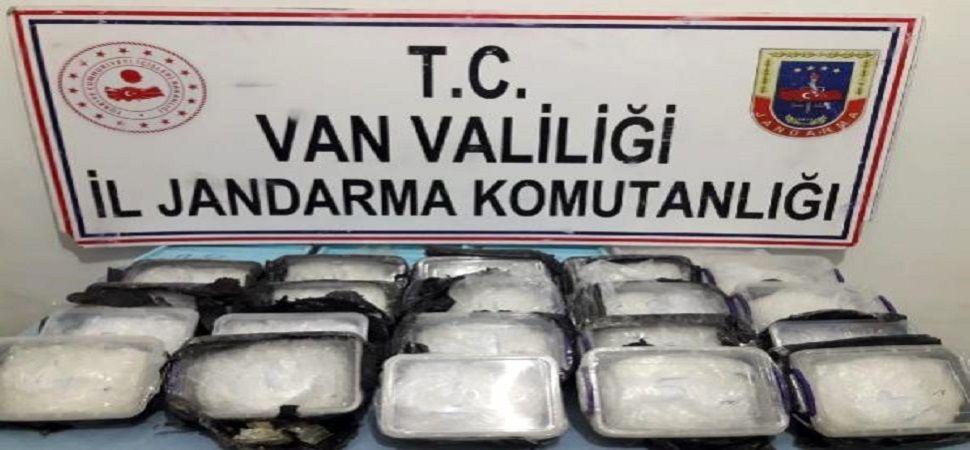 Başkale'de arazide 17 kilo uyuşturucu ele geçirildi