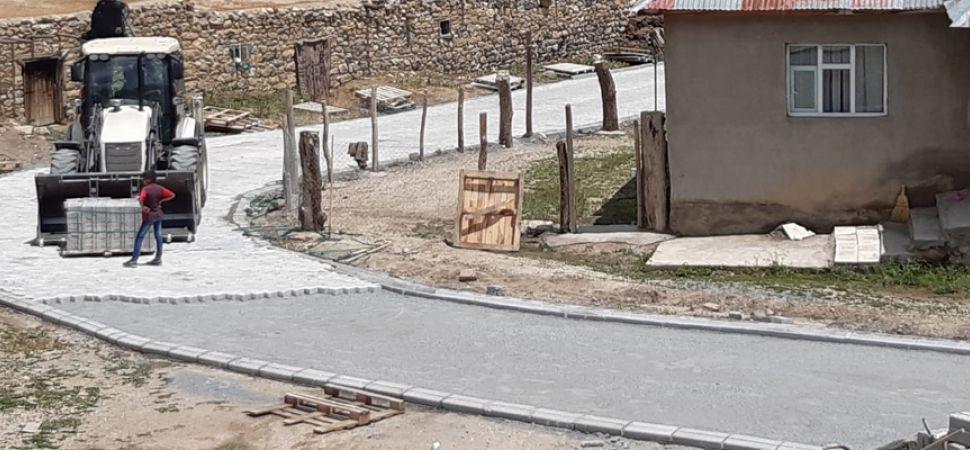 Başkale Belediyesi,  Yol Yapım Çalışmalarına Devam Ediyor