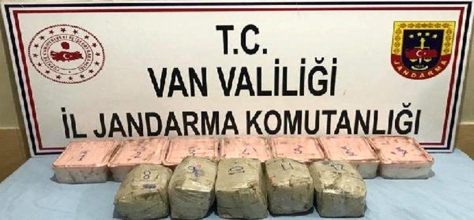 Başkale de 15 kilogram sentetik uyuşturucu ele geçirildi.