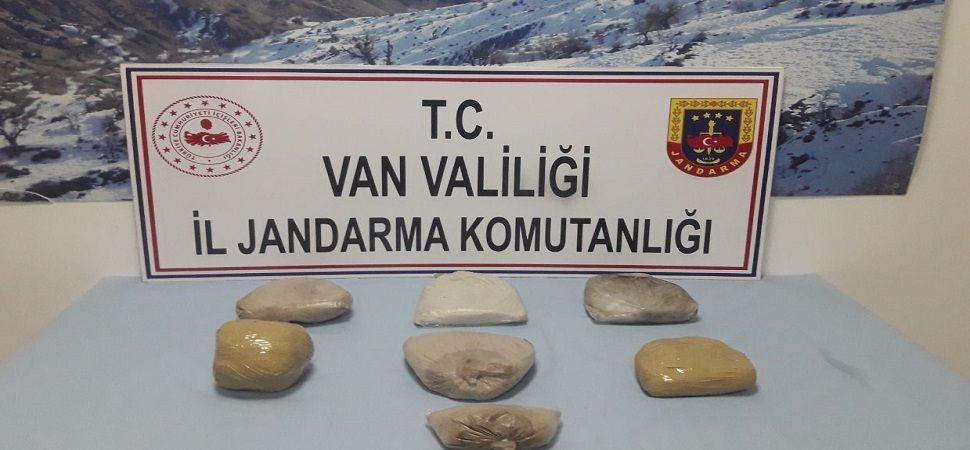 Başkale'de 7 kilo 673 gram eroin yakalandı