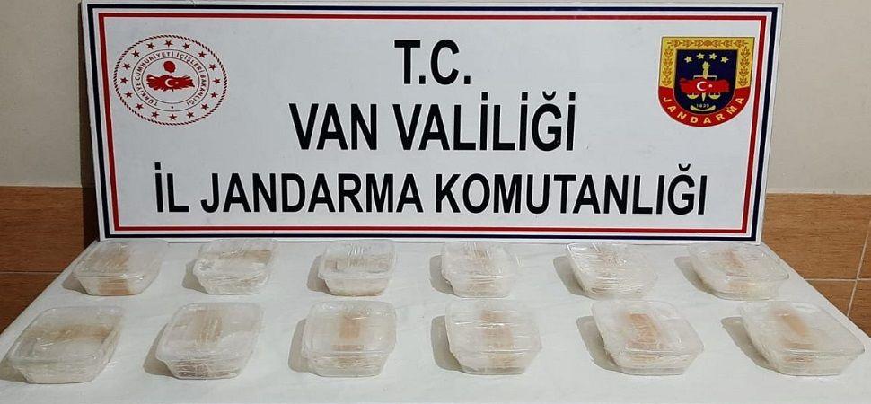 Başkale de 6 kilo 427 gram sentetik uyuşturucu ele geçirildi.