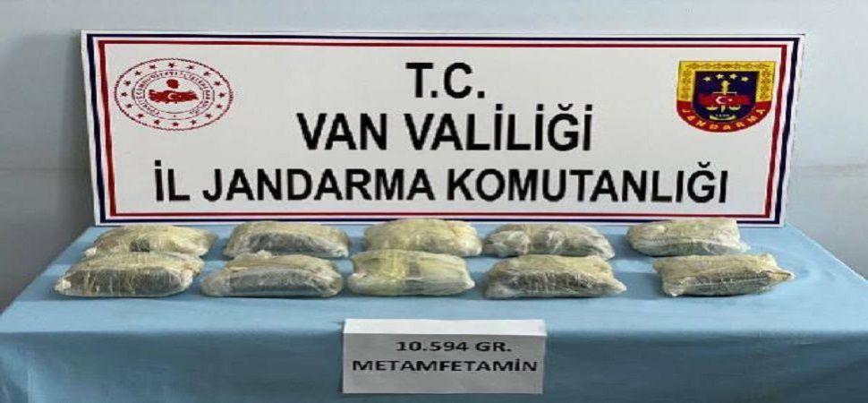 Başkale'de 10,5 kilo metamfetamin ele geçirildi