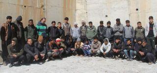 Başkale 'de 49 kaçak göçmen yakalandı.