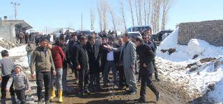 AK Parti heyeti deprem bölgesinde ziyaretlerde bulundu