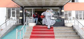 Başkale'de vatandaşların yoğun kullandığı yerlerde dezenfekte çalışması