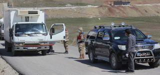 Başkale'de karantinaya alınan mahallelilere yardım dağıtıldı