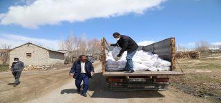 Başkale de Karantinaya alınan 270 aileye gıda yardım yapıldı