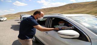 Başkale Kaymakamı Solak, sürücülerin bayramını kutladı