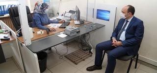 Başkale'de kimlik kartına ehliyet bilgilerinin yüklenmesi devam ediyor