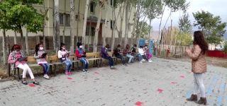 """Başkale'de """"Gezgin EBA Destek Noktası"""" kırsaldaki öğrencilerle buluşuyor."""