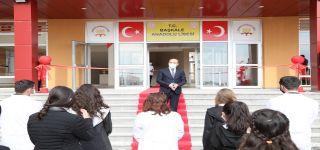 Başkale de Yapılan Anadolu Lisesi Eğitim ve Öğretime açıldı.