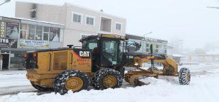 Başkale'de kar yağışı etkili oldu, 22 yerleşim yerinin yolu ulaşıma kapandı