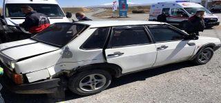 Başkale de Minibüsle otomobil çarpıştı: 1 yaralı